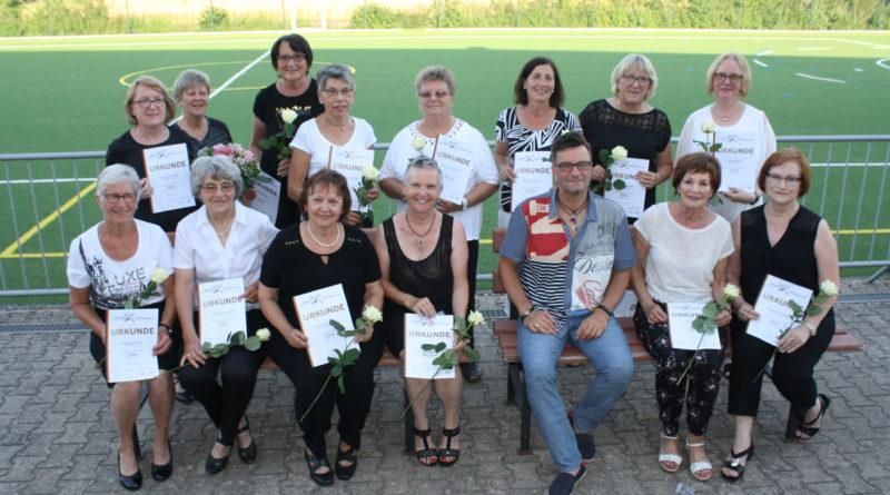Tanzgruppe absolviert zum zweiten Mal Tanzsportabzeichen